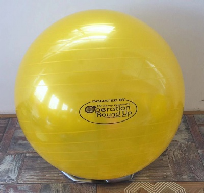 Yoga ball 4 moves to reduce tummy